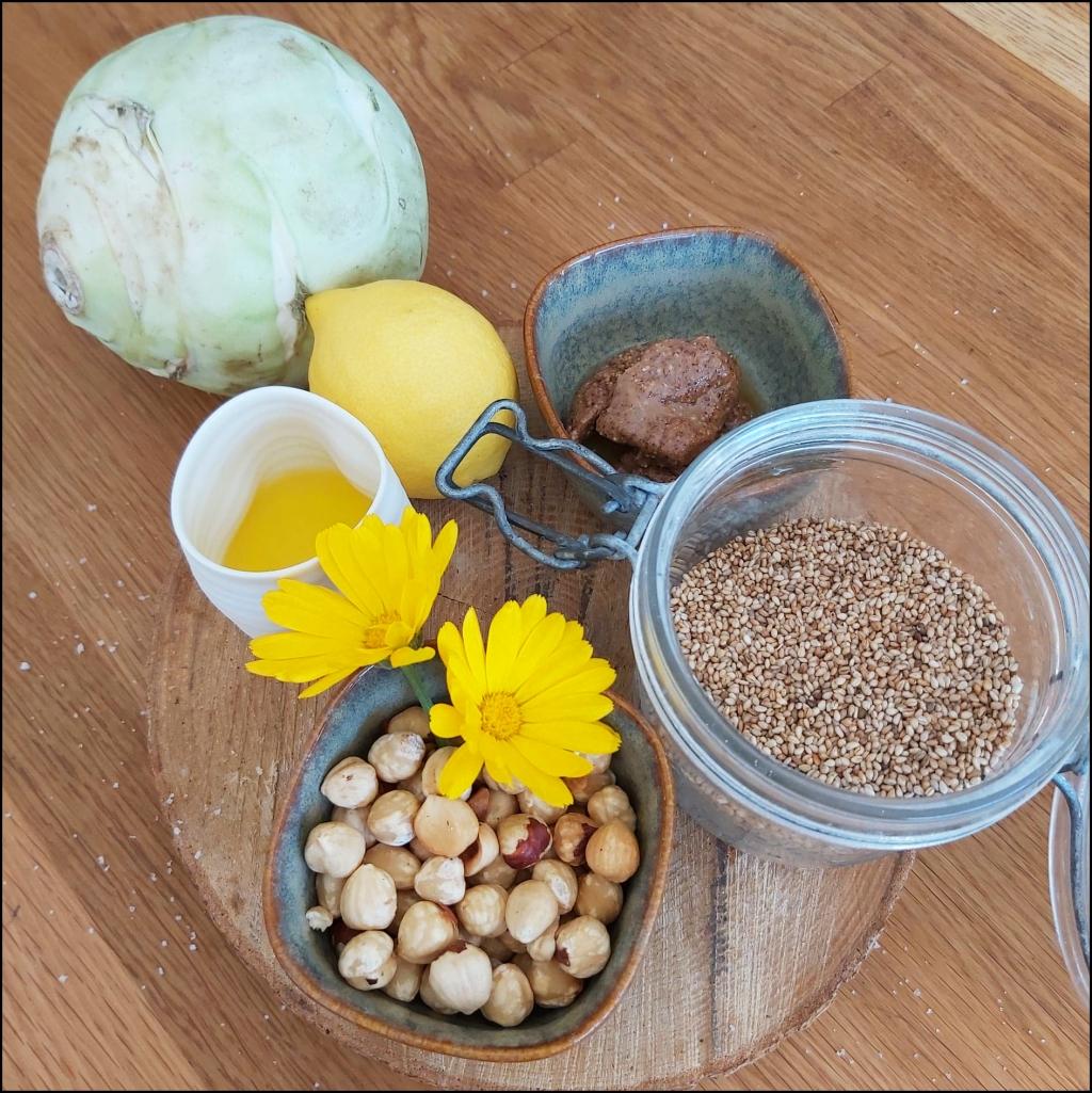 ingrédients pour crème de chou rave aux noisettes : pâte de noisettes, graines de sésames, citron, noisettes, huile de noisettes, chou rave